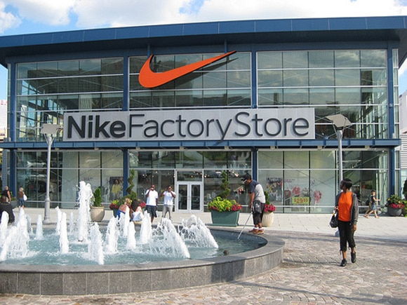 Nike Outlet locations in Orland Park, IL Below is a list of Nike Outlet mall/outlet store locations in Orland Park, Illinois - including store address, hours and phone numbers. There are 3 Nike Outlet mall stores in Illinois, with 2 locations in or near Orland Park (within miles).